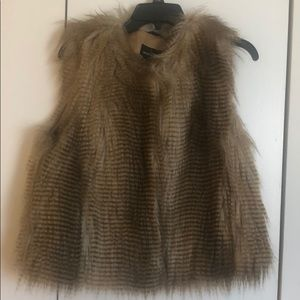Moda faux fur cropped vest